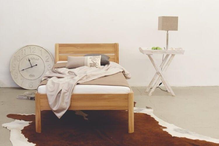 Auf dem Bild ist das Capri Holz Bett von der Marke Reichert Möbelwerkstätte abgebildet