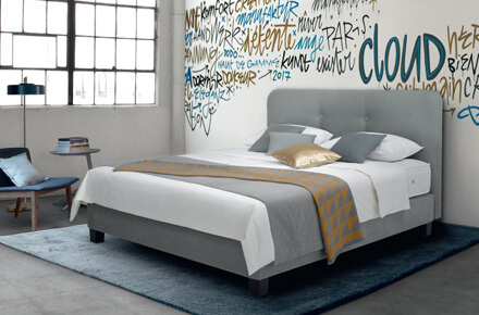 Das Bild zeigt das Modell Cloud Gris von der Marke Treca Paris