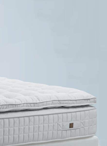 Auf dem Bild ist eine Matratze der Marke Treca Interior Paris zu sehen