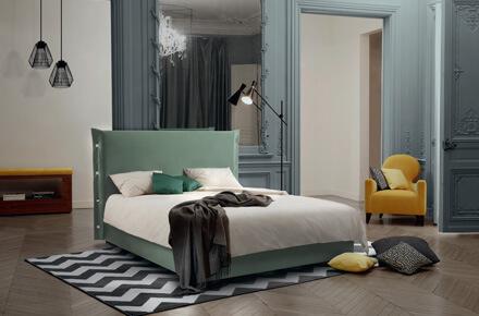 Das Bild zeigt das Modell Trench Amande von der Marke Treca Paris